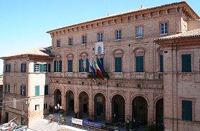 Veduta anteriore del Palazzo Comunale